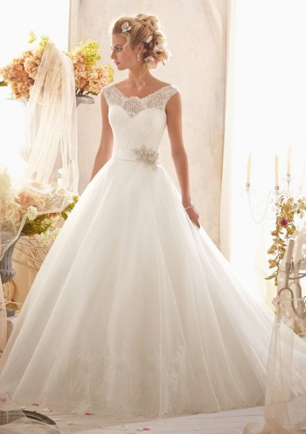 Style 2607 Classic Chantilly Lace on Tulle with Wide Hemline and Satin Waistband